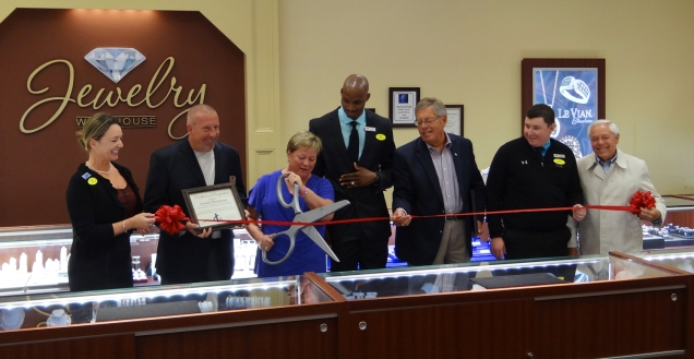 Lex-ribboncutting1-facebook