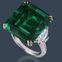 The large emerald on this platinum ring is flanked by two shield-cut diamonds (1.42ctw).