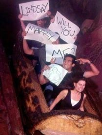 3. Propose riding a rollercoaster to have a fun pic of the moment!